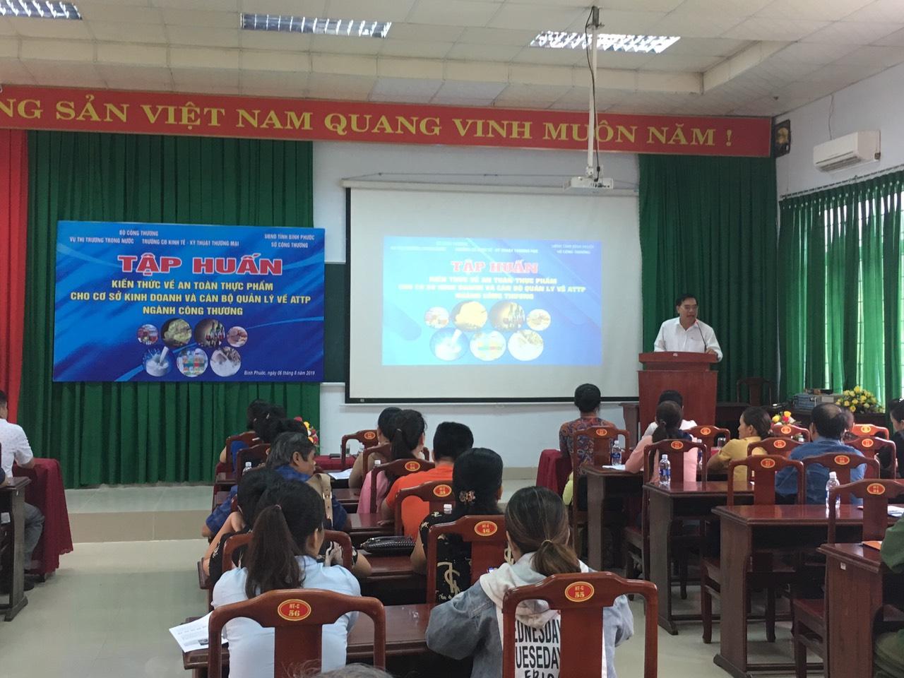 Ông Nguyễn Văn Hiếu PGĐ Sở Công Thương phát biểu chỉ đạo lớp học tại TP. Đồng Xoài